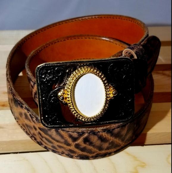 NWOT, western buckle,gold,rectangle, gem insert